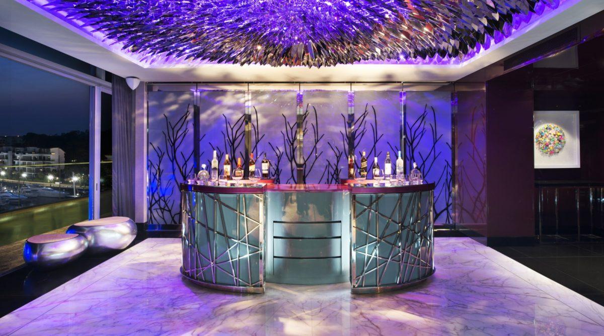 arredo-bar-futuristico-bancone