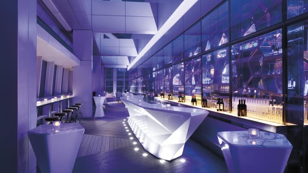 arredo-bar-futuristico-viola