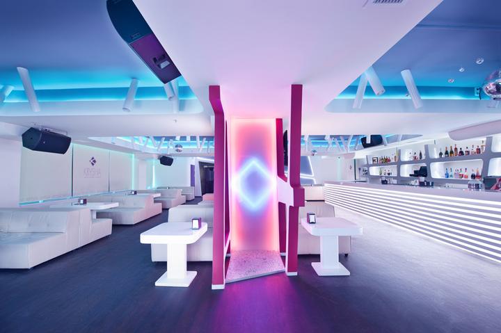 bar-ambientazione-futuristica