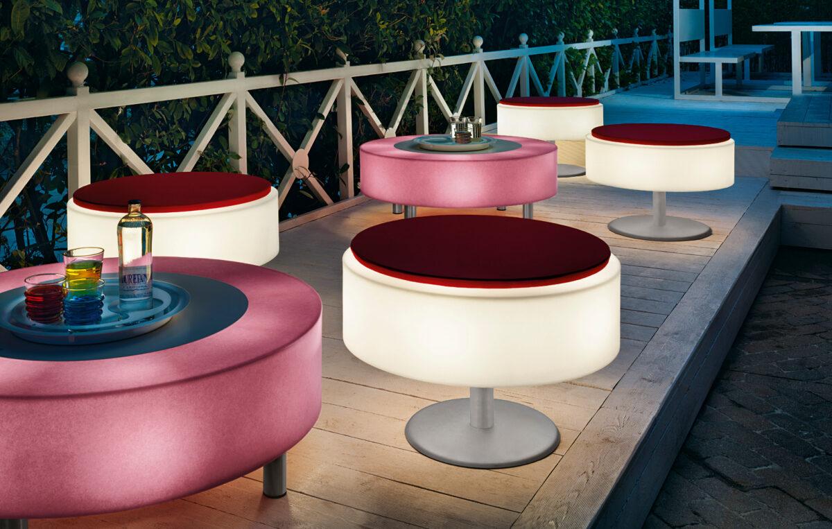 tavolo e pouff luminoso