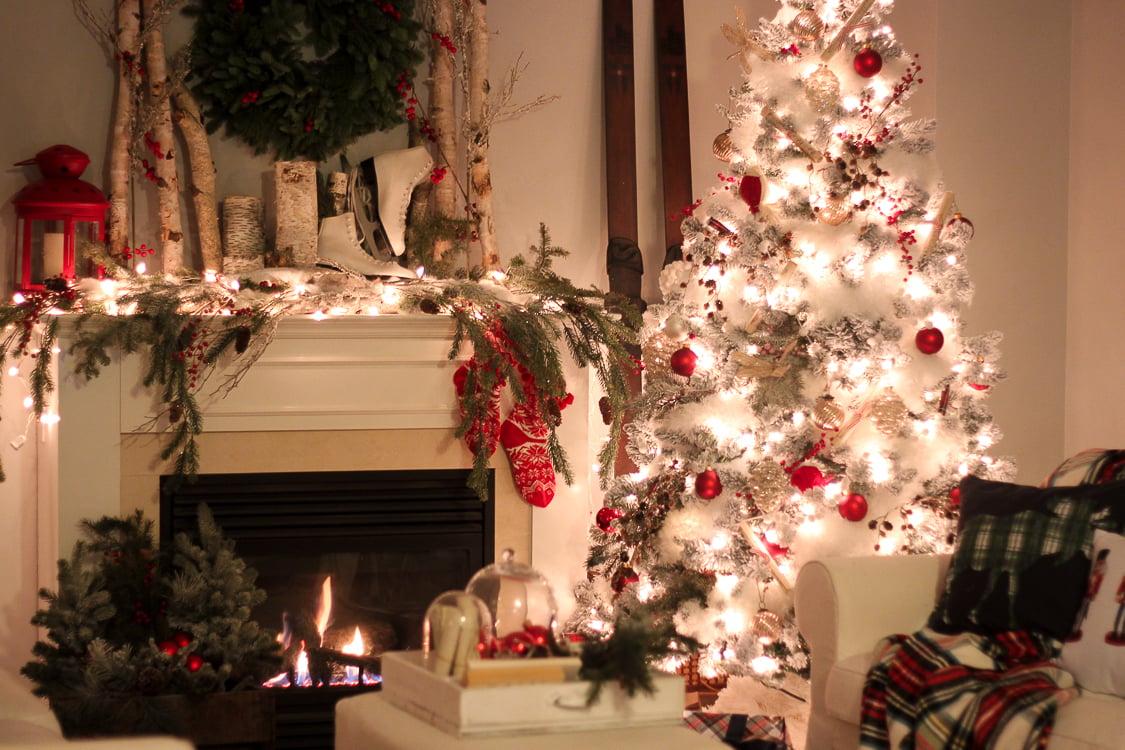 Addobbi natalizi per camini idee e foto for Decorazione camino
