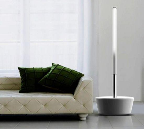 Lampada che produce energia mentre si pulisce la casa