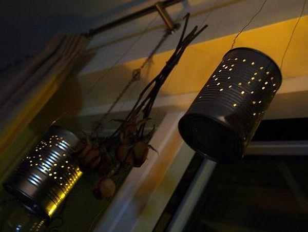 lampade fatte con barattoli in latta