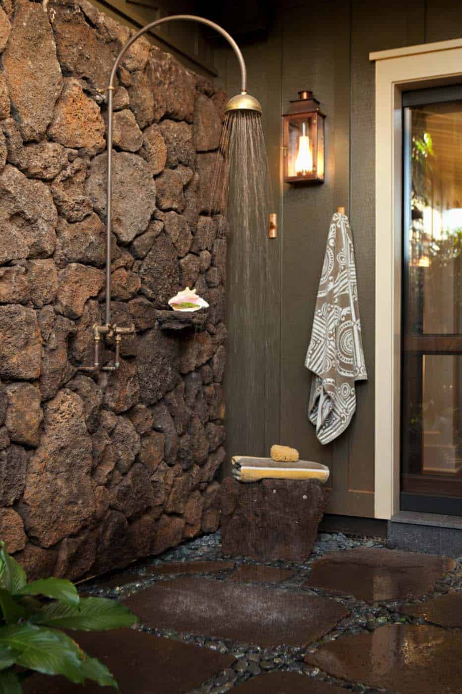 box-doccia-pietra-esterno