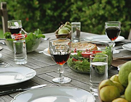 Galleria foto - Apparecchiare la tavola per pranzi e cene in giardino Foto 23