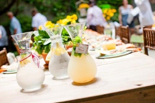 Galleria foto - Apparecchiare la tavola per pranzi e cene in giardino Foto 16