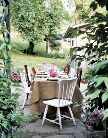 Galleria foto - Apparecchiare la tavola per pranzi e cene in giardino Foto 13