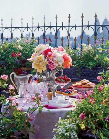 Galleria foto - Apparecchiare la tavola per pranzi e cene in giardino Foto 6