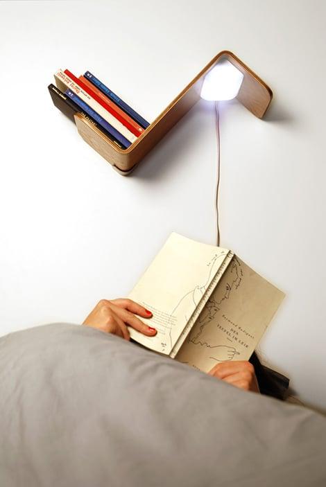 comodino mensola lampada