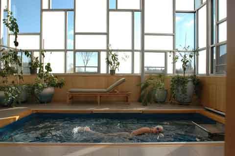 Galleria foto - Onde in piscina: per nuotare a casa come in una piscina olimpionica Foto 16