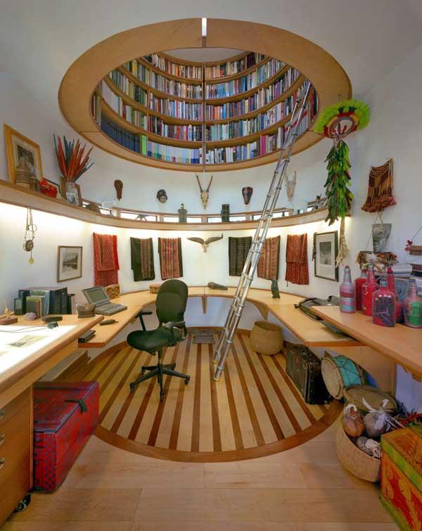 libreria originale sospesa nell'aria