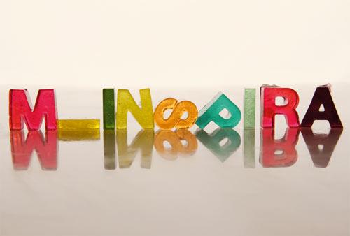 Galleria foto - Ghiaccio a forma di lettere: design originale Foto 1