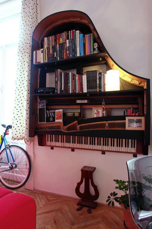 libreria a forma di pianoforte
