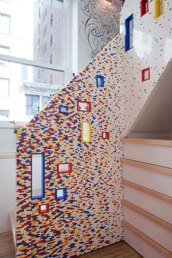 scala fatta di lego