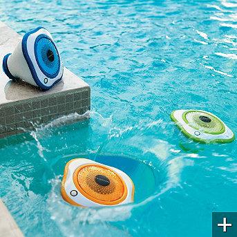 Altoparlanti per ascoltare la musica in piscina