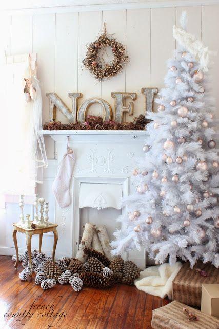 albero-natale-completamente-bianco