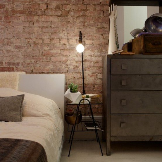 camera da letto parete mattoni 11