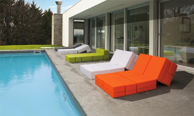 divano-letto-giardino-colorato