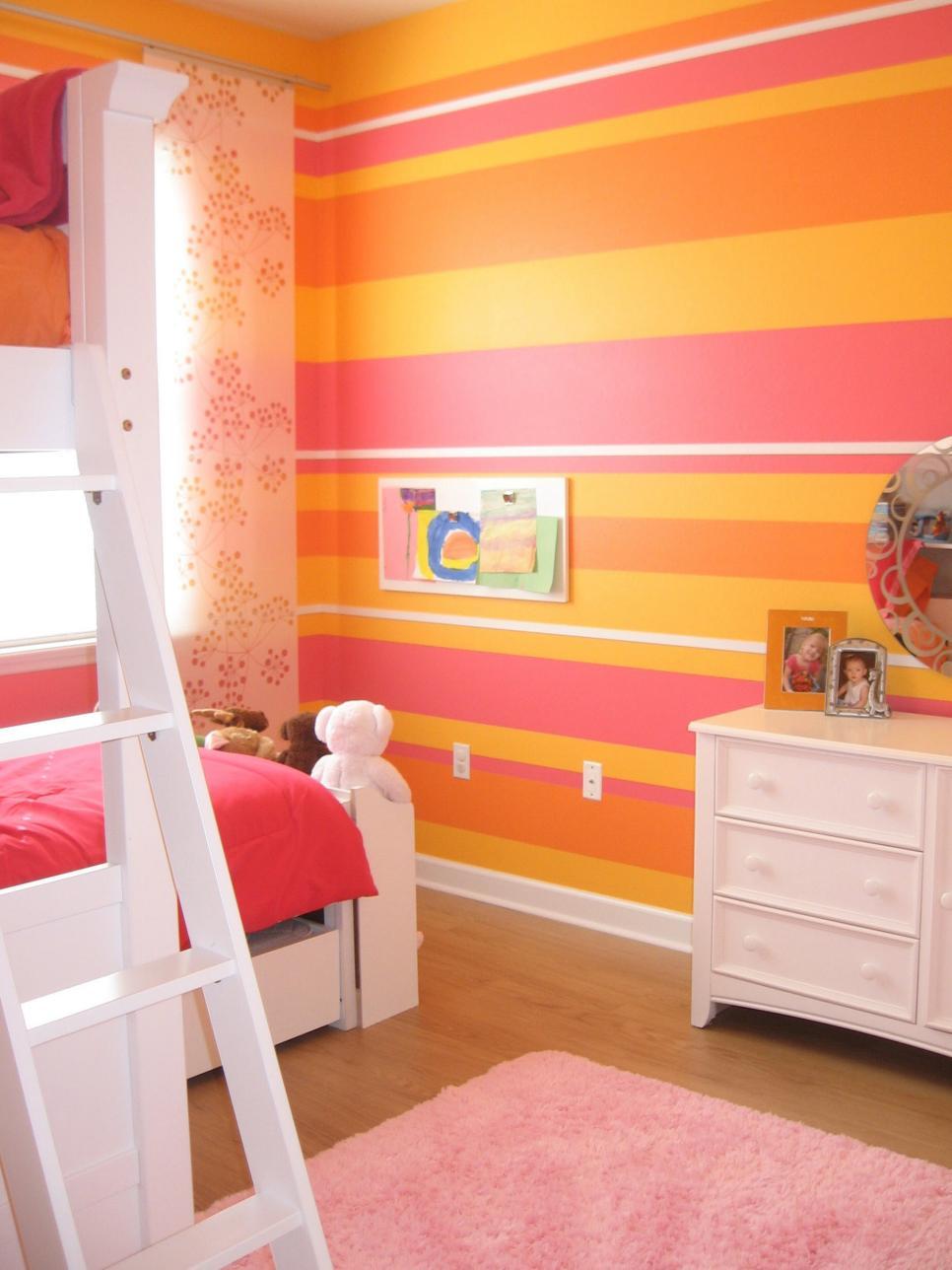 Idee Pittura Cameretta Bambina arredare con le righe
