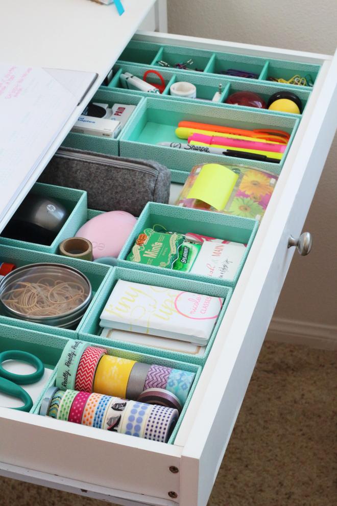 scrivania-comparti-cassetti