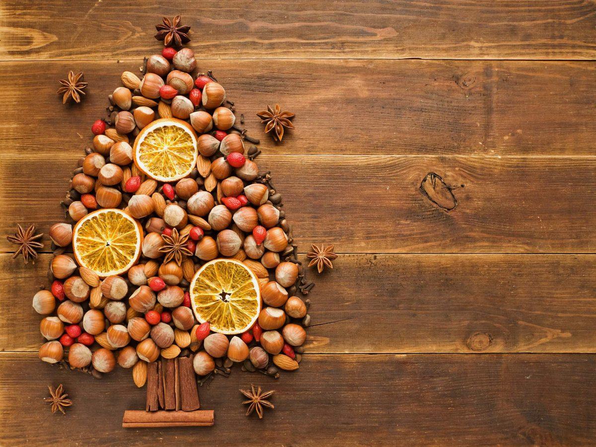 Addobbi Natalizi Con Frutta albero di natale con biscotti e arance