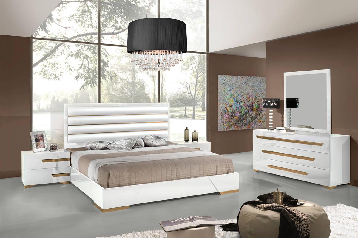 Camera da letto bianco e oro for Design in stile romano