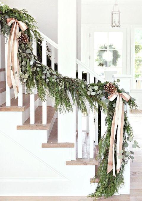 decorazione-natalizia-scala
