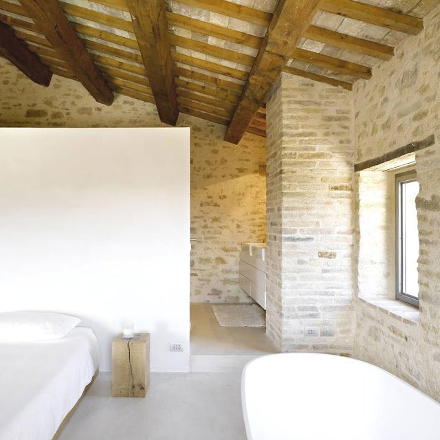 Ristrutturazione casale guida e costi - Ristrutturazione finestre in legno ...