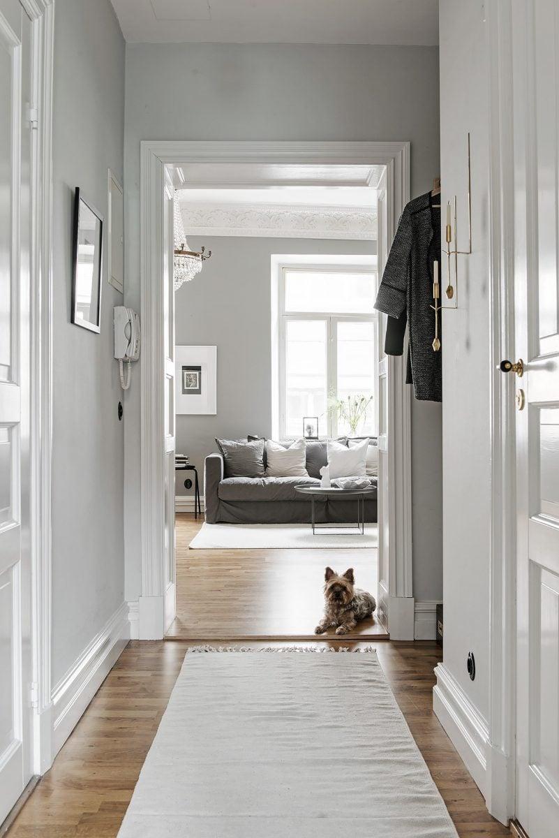 pareti-corridoio-grigie