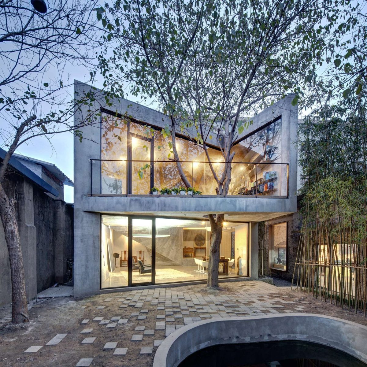 casa-cemento-ampie-vetrate