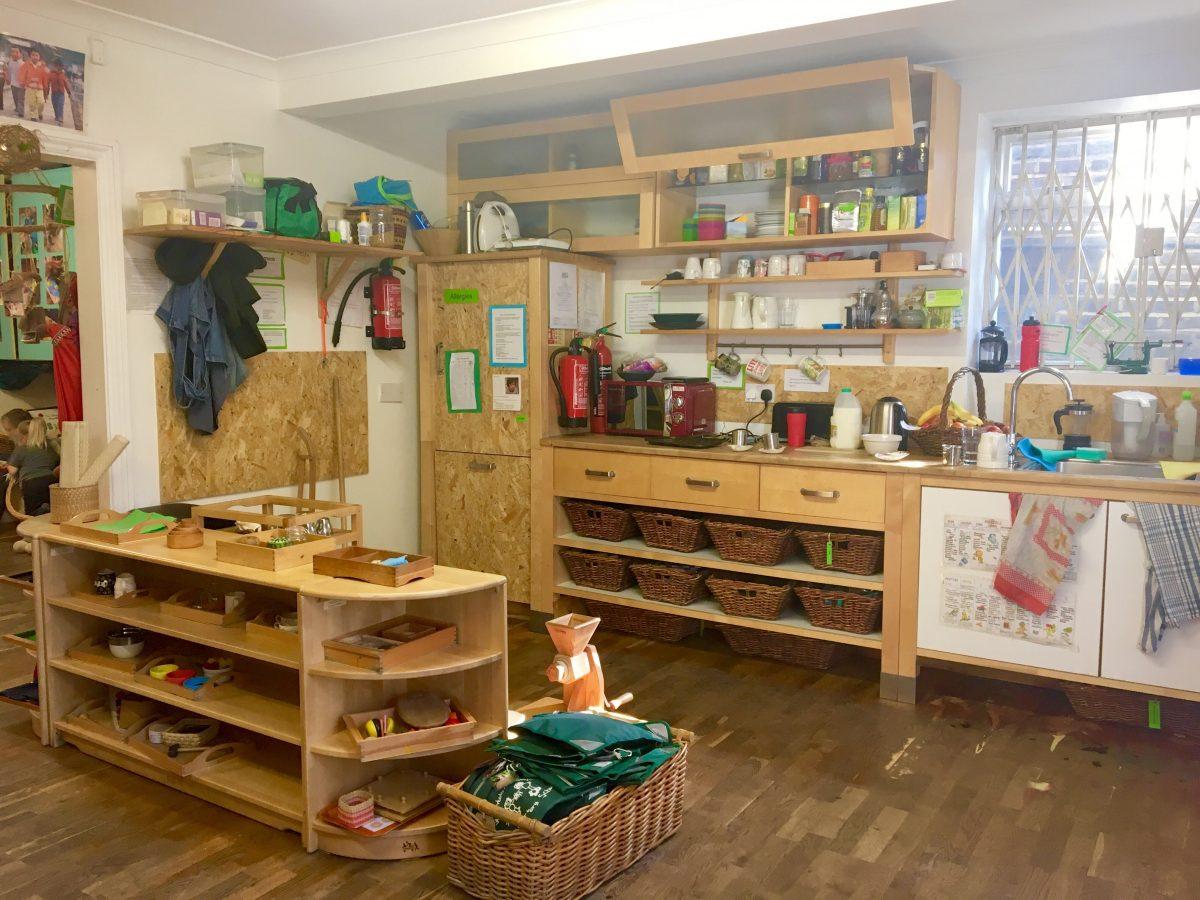 montessori-cucina-attrezzi-mobili