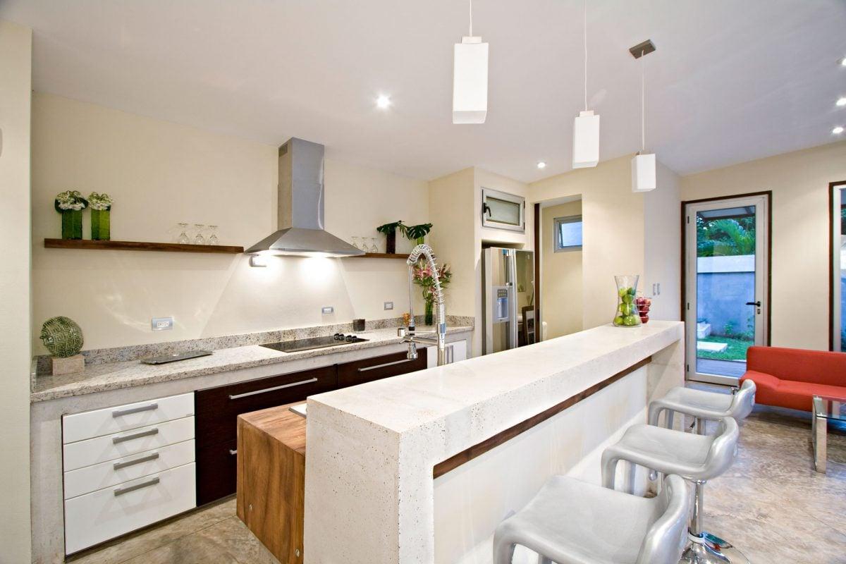 open-space-cucina-tavolo-lungo