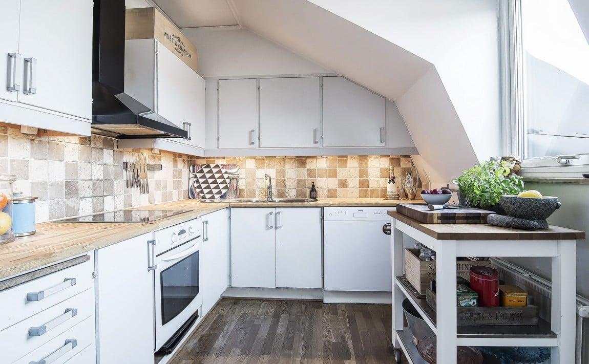 arredamento-mansarda-cucina-finestra