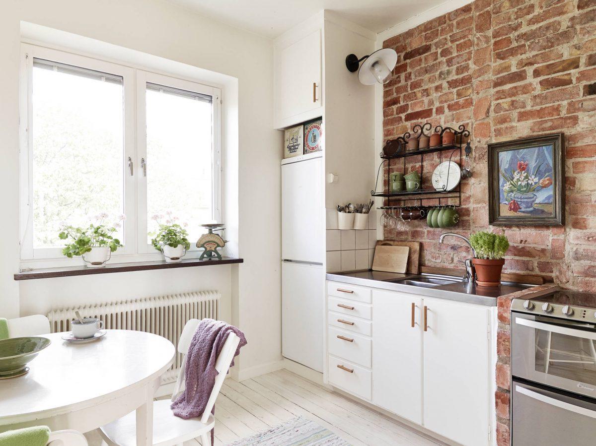 colore-bianco-cucina-mattoni-a-vista