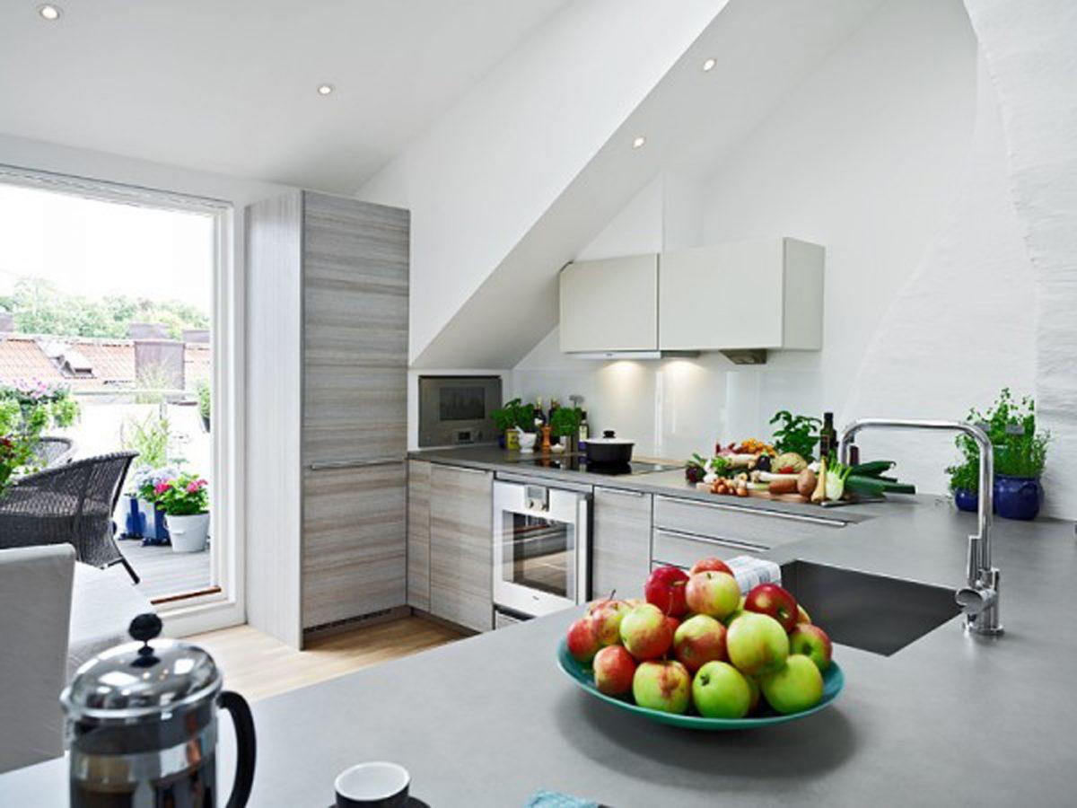arredare-sottotetto-cucina-modulare