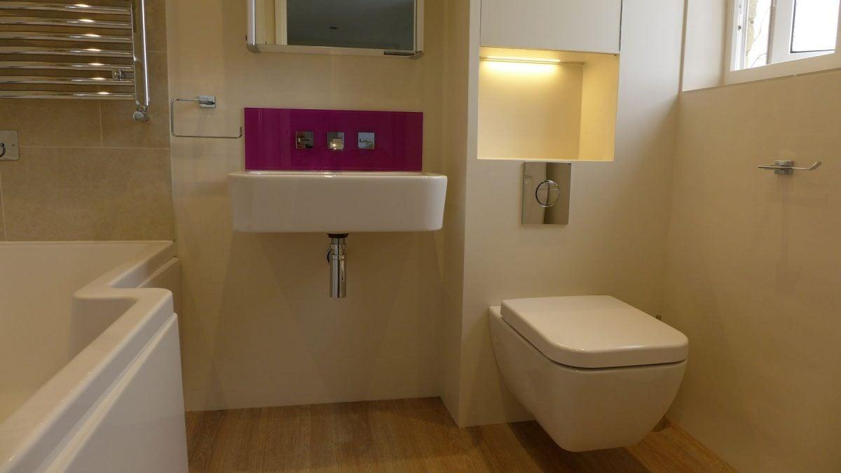 camera-con-bagno-sanitari-sospesi