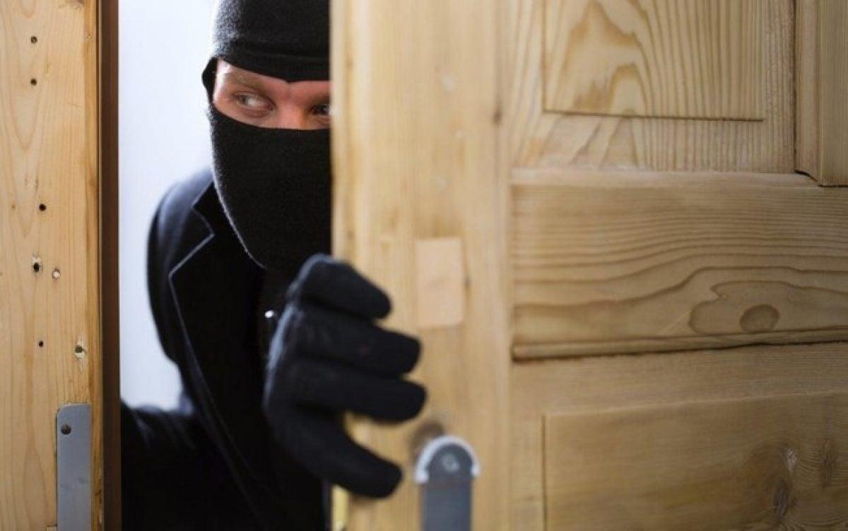 cassetta-di-sicurezza-ladro-casa