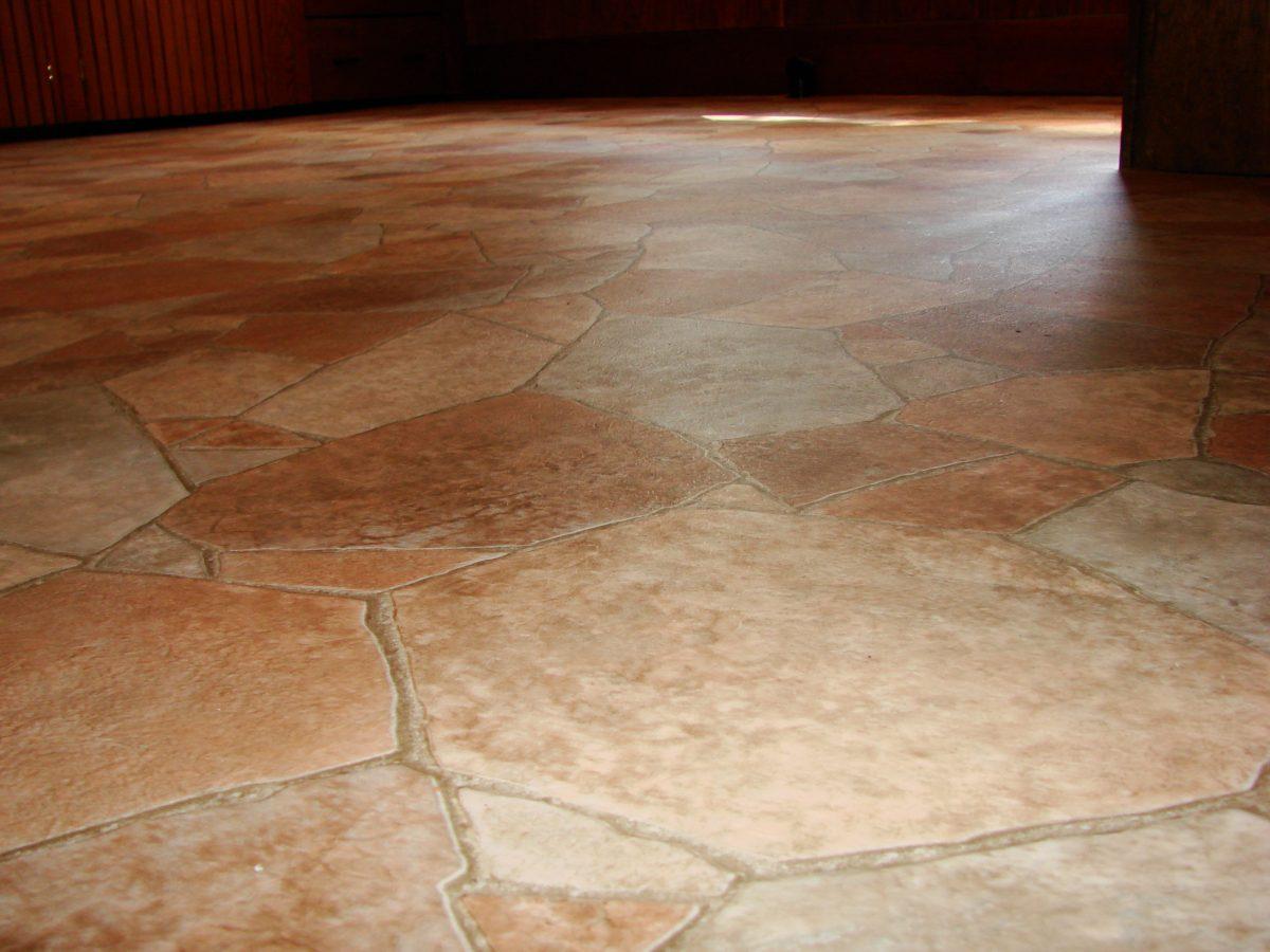 cucina-rustica-pavimento-pietra