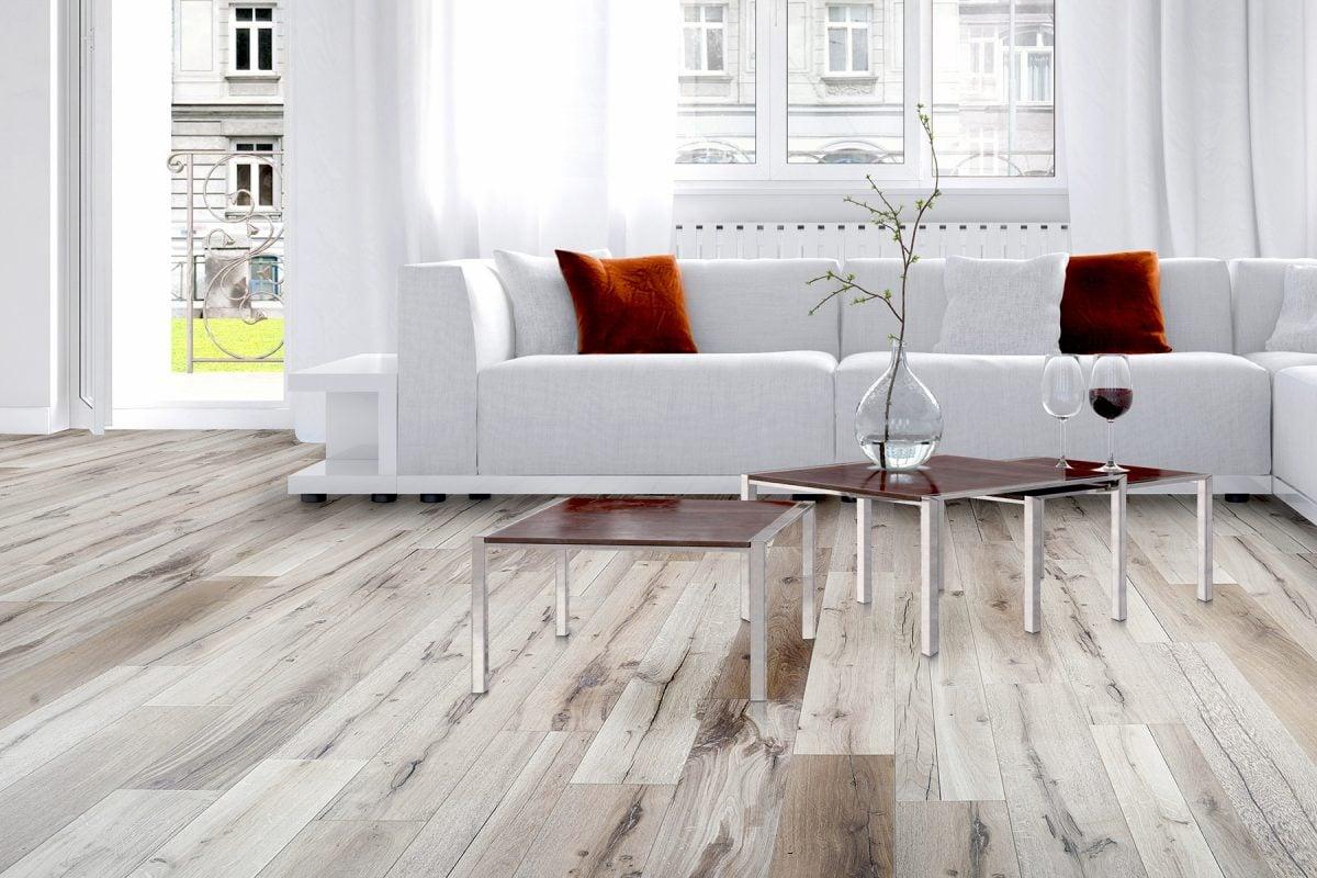 pavimento-legno-chiaro-pvc