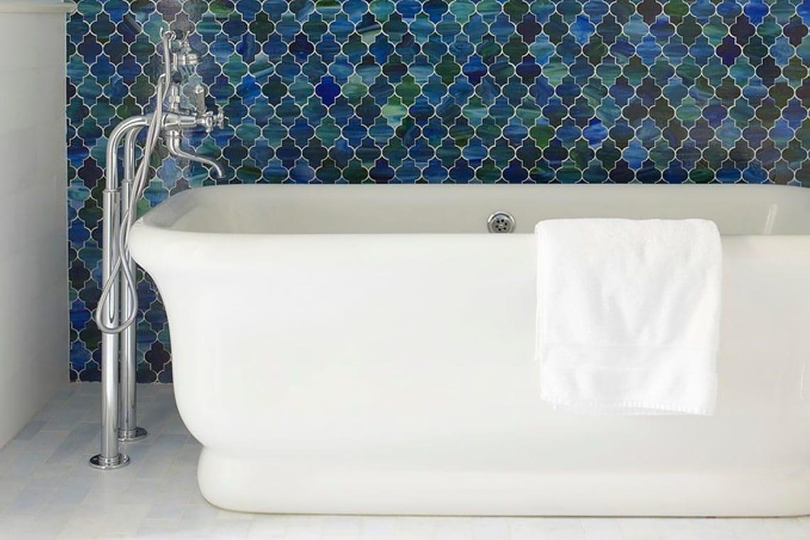stile-mediterraneo-bagno-vasca