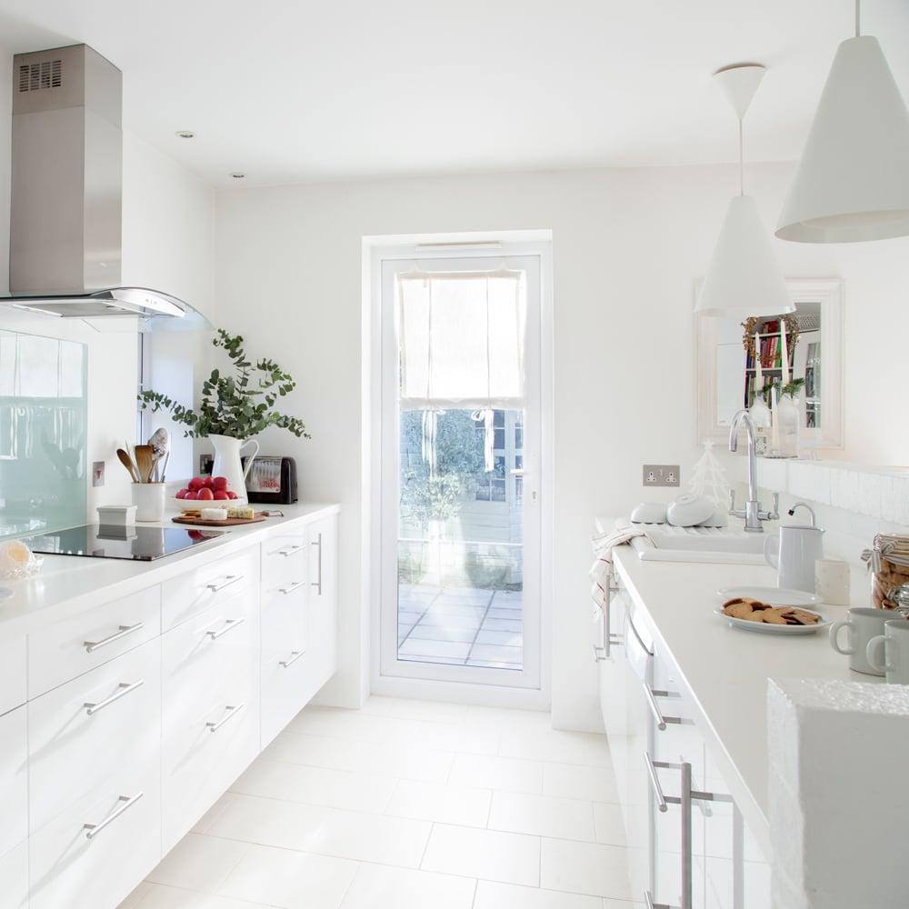Idee Design Cucina : Cucina stretta e lunga idee soluzioni per arredarla
