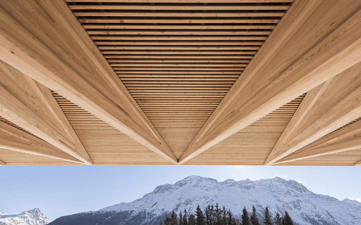 tettoia-in-legno-casa-montagna