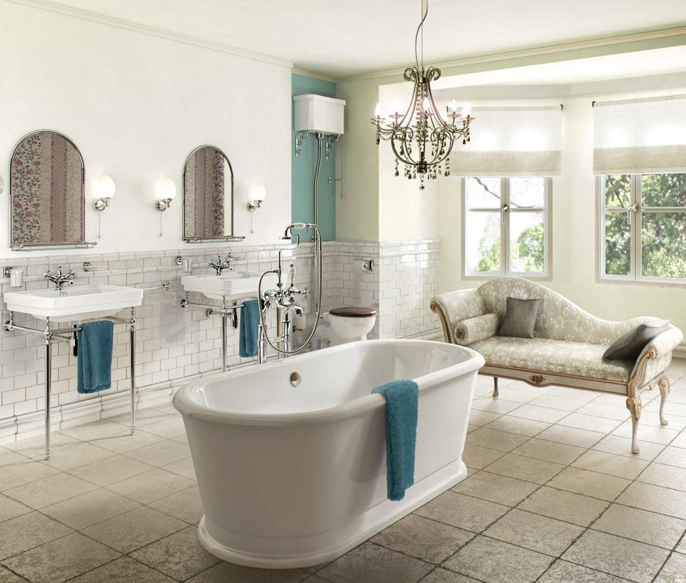 bagno-stile-inglese-lampadario