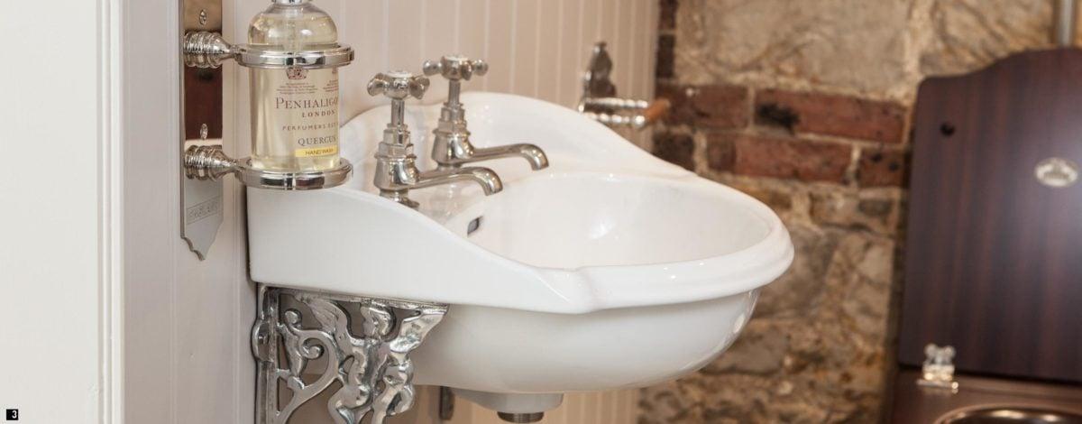 bagno-stile-inglese-rubinetteria