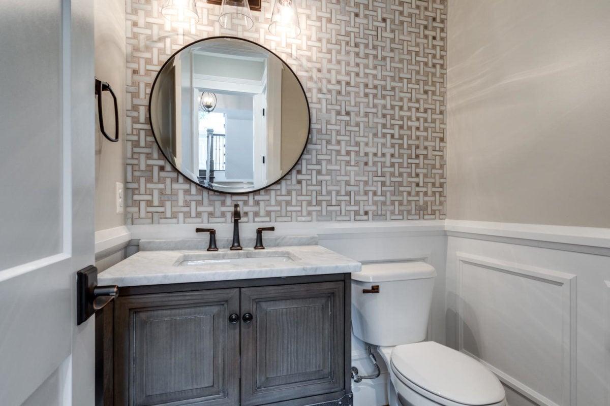 bagno-stile-inglese-specchio