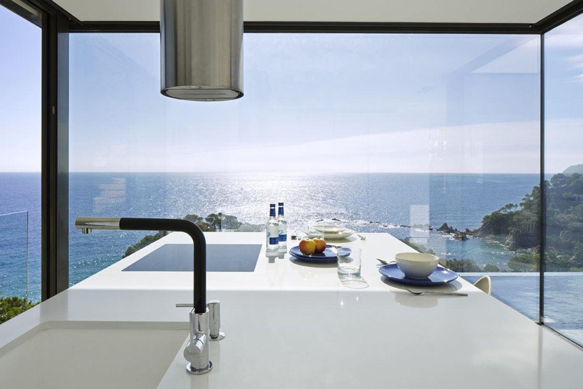 Cucine con finestra panoramica