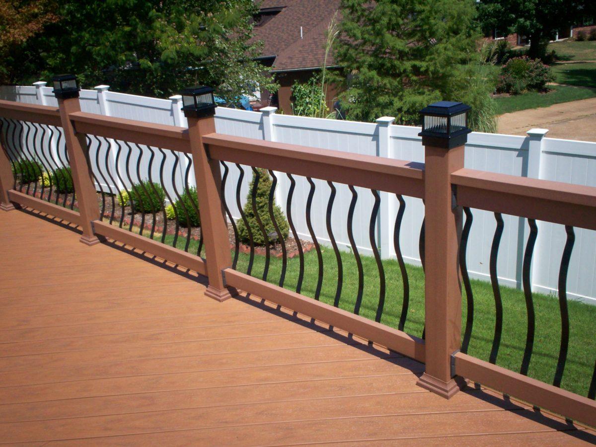 ringhiera-balcone-legno-ondulata