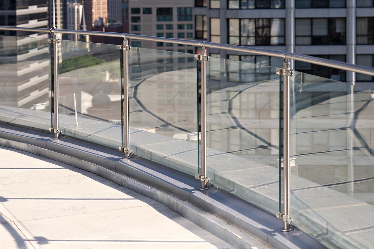 ringhiera-balcone-moderna-vetro