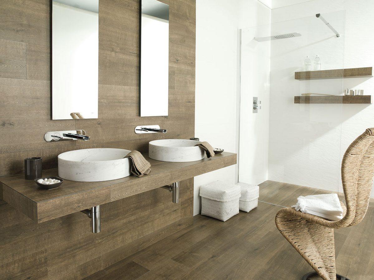 bagno-rivestimento-legno-parete