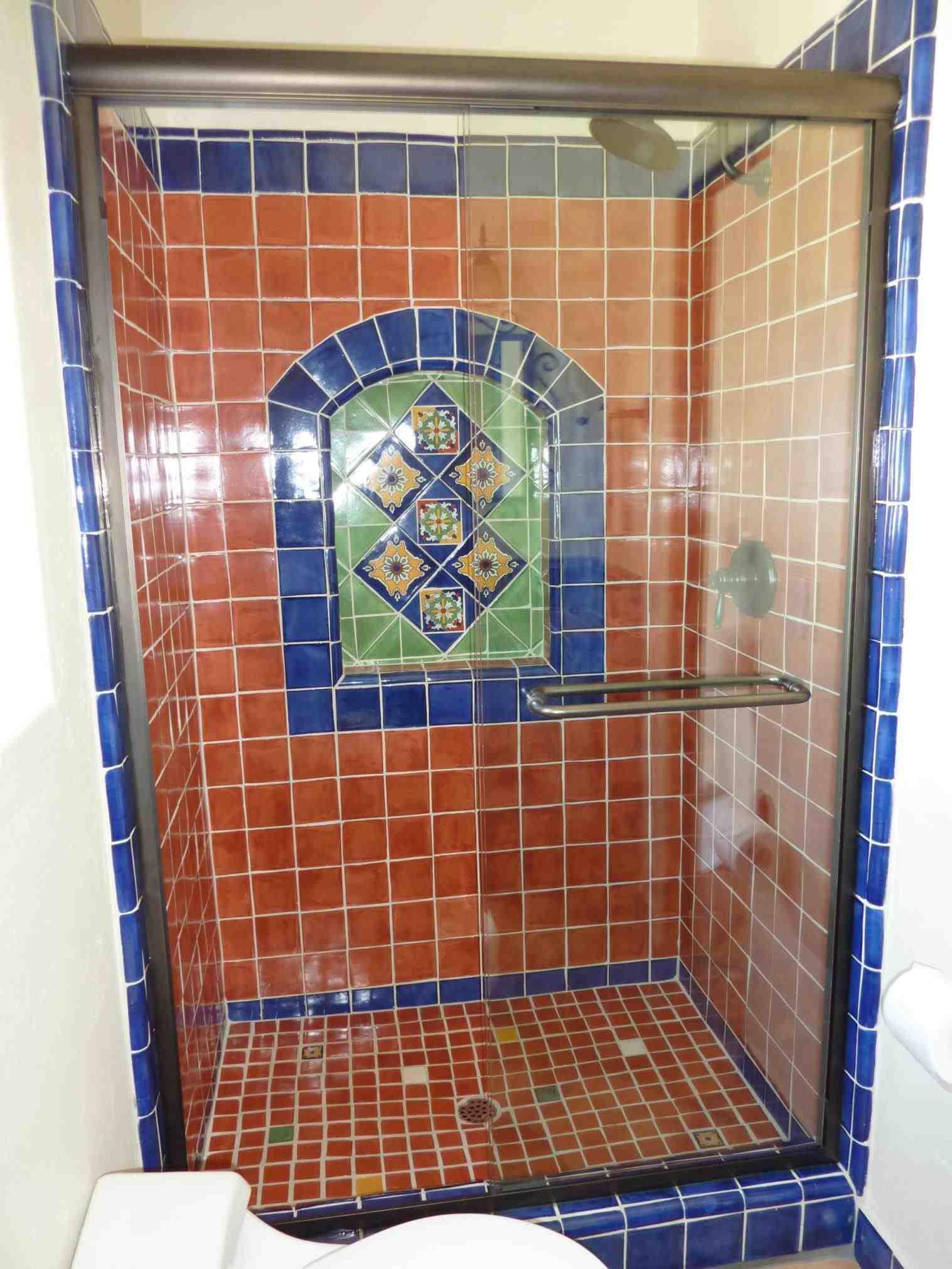 casa-stile-spagnolo-bagno-doccia